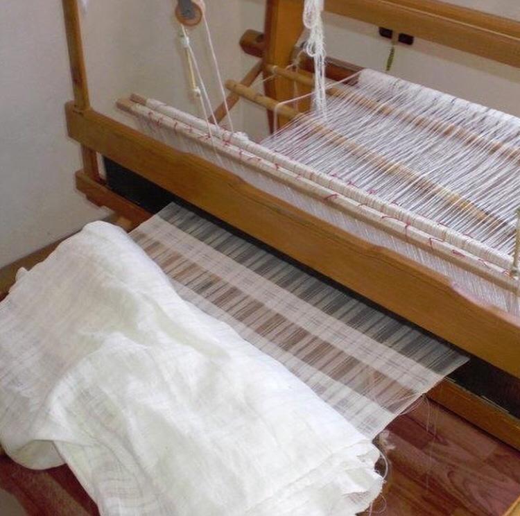Guri I Zi: un filo rosso che collega la tessitura all'Albania